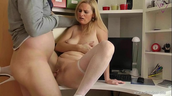 Mom alone at Home and Fucking hers mature Cunt